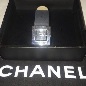❤️Vintage CHANEL watch  black w silver hardware